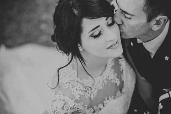 bride-and-groom-romantic-shot-black-and-whiteA45E88C3-B5CF-60CD-4496-D6572C234CA4.jpg